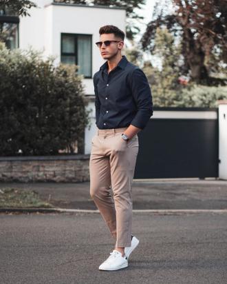 3 cách phối áo sơ mi xanh navy giúp chàng nổi bật phong cách