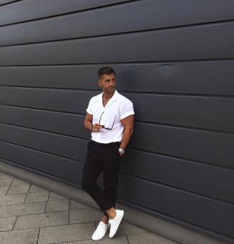 7 cách phối áo sơ mi trắng cho nam giới luôn mạnh mẽ