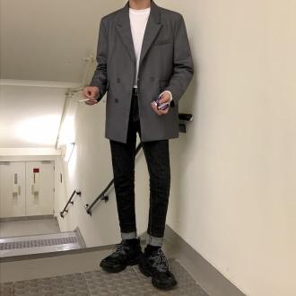 8 cách phối đồ với áo thun nam form rộng cá tính