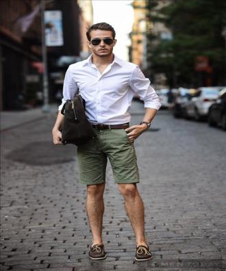 Áo sơ mi trắng nam mặc với quần gì để nam tính nhất?