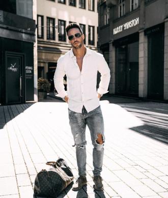 Xuống phố cực chất chơi và nam tính cùng 6 cách phối đồ với quần jeans phong cách